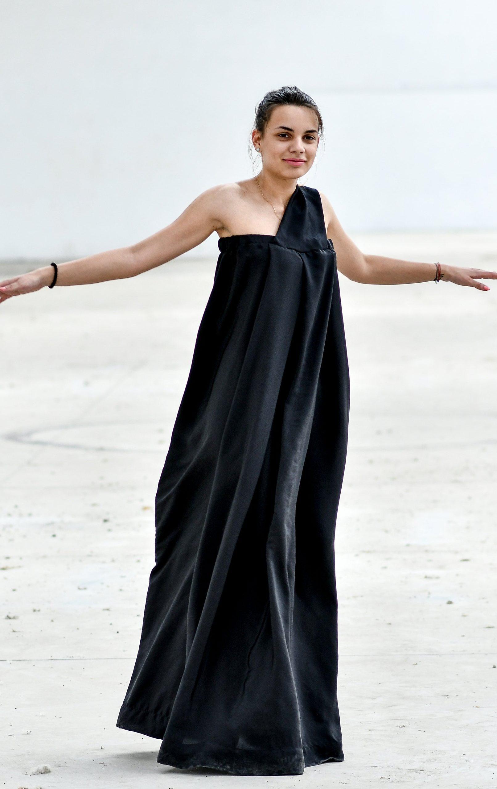 Loose Fit Maxi Dress In Black